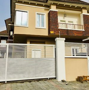 Iroo Suite Luxurious 4 Bedroom Home In Lekki photos Exterior