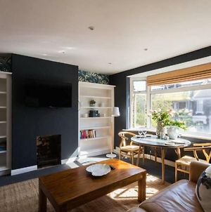 Stylish Flat Just Outside Central London photos Exterior