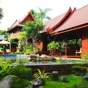 Ruen Kanok Thai House photos Exterior