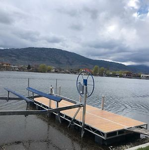 Osoyoos Waterfront Vacation Home With Boat Dock photos Exterior