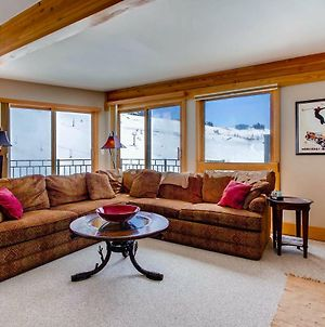 Top Floor With Breathtaking Views, Ski-In/Ski-Out 2 Bedroom Condo Condo photos Exterior