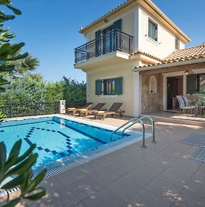 Holiday Home Deluxe Villa With Private Pool photos Exterior