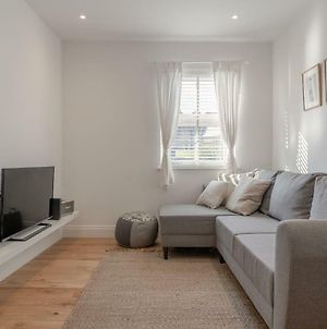 Bright 1 Bedroom Apartment In Wimbledon Park photos Exterior