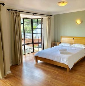 Charming Quiet Lodge-2 Minutes Walk To Shopping Complex photos Exterior