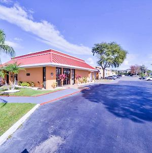 Stayable Suites, Travelodge By Wyndham Kissimmee East photos Exterior