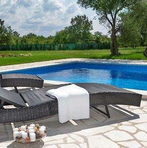 Apartment With Private Pool And Large Garden photos Exterior