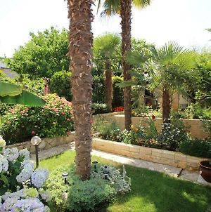 Apartment Ornela With Garden photos Exterior