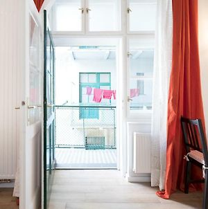 Cute Studio With Beautiful Balcony In The Center! photos Exterior