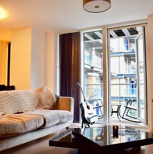 1 Bed In Canary Wharf With Vibrant City Views photos Exterior