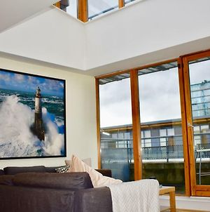 Stunning 2 Bedroom Penthouse In Grand Canal Docks photos Exterior