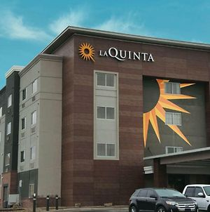 La Quinta Inn & Suites By Wyndham Wichita Airport photos Exterior