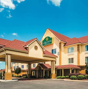 La Quinta Inn & Suites By Wyndham Russellville photos Exterior