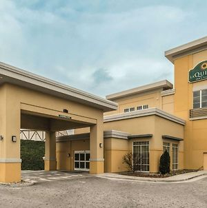 La Quinta Inn & Suites By Wyndham Knoxville Papermill photos Exterior
