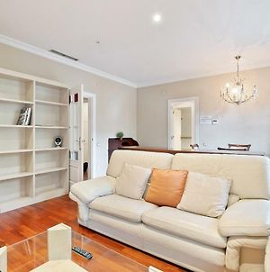 Lovely And Modern 3-Bed Apartment In The City Centre photos Exterior