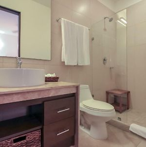 Amazing 2 Bedrooms Condo With Pool Facilities, Balcony And High Speed Internet photos Exterior