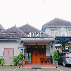Vaccinated Staff-Oyo 778 Guest House Amalia Malang photos Exterior