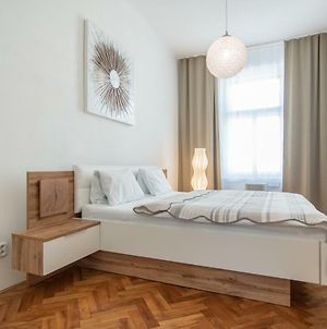 Family Apartment With Free Parking By Easybnb photos Exterior