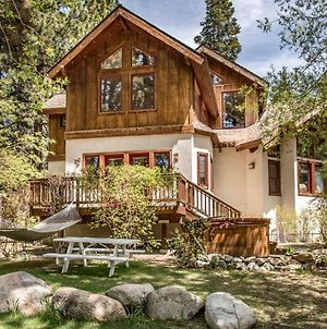 Cabin-Esque Tahoe House photos Exterior