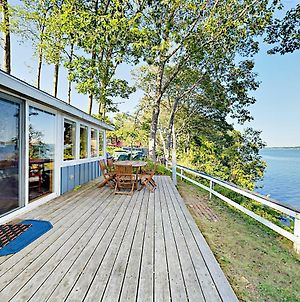 Waterfront Cottage With Deck & Fireplace photos Exterior