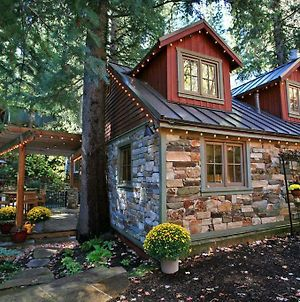 Storybook Stone Cottage Cabin photos Exterior