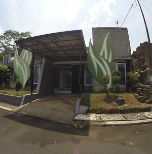 Almeria House Lake And Hill View Tasikmalaya photos Exterior