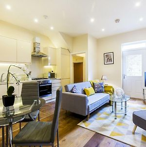 Luxurious Renovated Ealing Victorian Flat For 3 photos Exterior