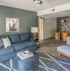 Sleek 2Br With Heated Pool #176 By Wanderjaunt photos Exterior