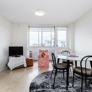 Lyanna Private St Kilda Apartment Near Waterfront And Luna Park photos Exterior