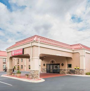 Ramada By Wyndham Hendersonville photos Exterior