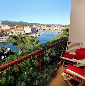 Apartments And Rooms By The Sea Vrboska photos Exterior