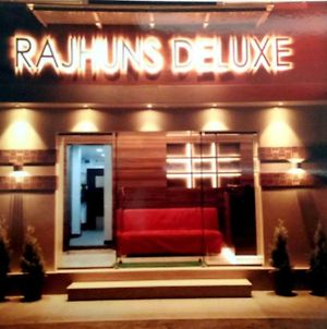 Rajhuns Deluxe Lodging photos Exterior