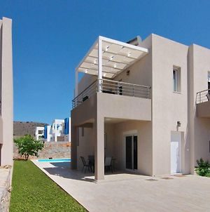 This 2 Bedroom Villa With It Own Pool Offers A Wonderful Vacation Experience. photos Exterior