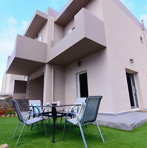Stay At This Wonderful 3 Bedroom Villa With Its Own Pool Perfect For Relaxation. photos Exterior