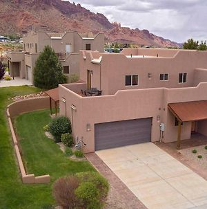Sg1 Near Arches Park! Huge Wrap Around Deck With Beautiful Canyon Views! photos Exterior