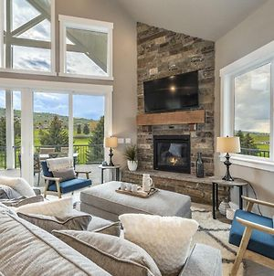 Beautiful Parade Home Overlooking Bear Lake Golf Course And Bear Lake With Private Hot Tub- Sleep 34 photos Exterior