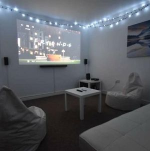4 Double Bed Whole House With 125 Home Cinema photos Exterior