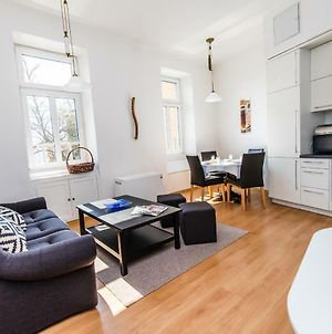 Bright And Modern Duplex In The City Center! photos Exterior