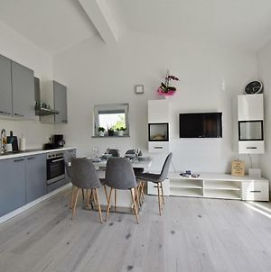 Bright And Spacious Apartment With Grill *** photos Exterior