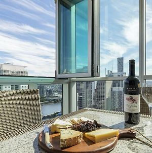 2Br Epic Views Cbd 2 Cars Pool Wine Gym Netflix photos Exterior