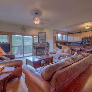 Creekside Home - Great Location & Private Hot Tub! photos Exterior