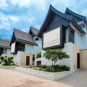 Luxurious Serviced 4Bhk Balinese Villa With Private Pool And Caretaker In Candolim photos Exterior