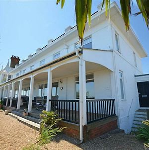 Wonderful Holiday Home In Deal Kent On The Seafront photos Exterior