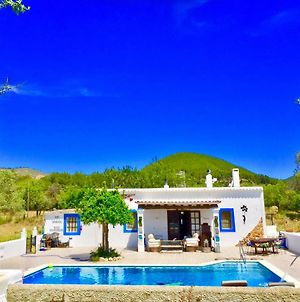 Villa 5 Double Bedrooms. 3 Bathrooms.2 Kitchens And Big Swimming Pool Wifi photos Exterior