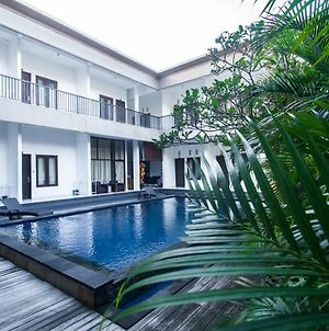 Seminyak Point Guest House photos Exterior