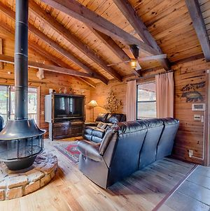 Lincoln Log Cabin, 3 Bedrooms, Hot Tub, Fireplace, Grill, Sleeps 7 photos Exterior