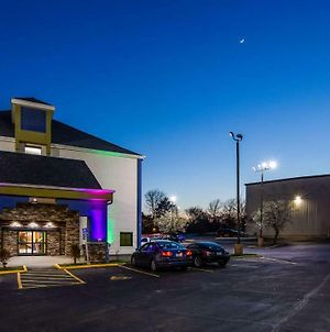 Surestay Plus Hotel By Best Western Blue Springs photos Exterior