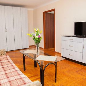 2 Room Semi-Luxury Apartment On Zhabotinskogo 57 Near Intourist Hotel photos Exterior