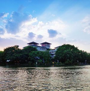 Ronghu Lake photos Exterior