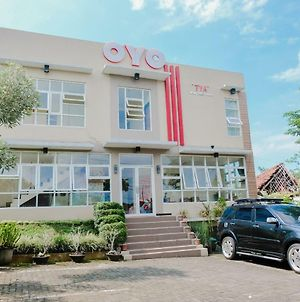 Oyo 365 Tya Family Guest House Syariah photos Exterior