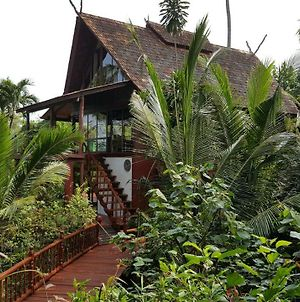 Thai Style Villa With Private Beach Access photos Exterior